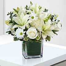 Beautiful White Flowers Vase: Flower Wreath