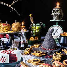 Black Magic Party Table: Halloween Cakes
