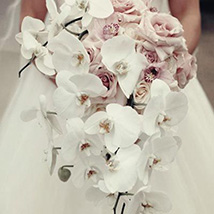 Chic Bridal Bouquet: Flower Delivery for Bride