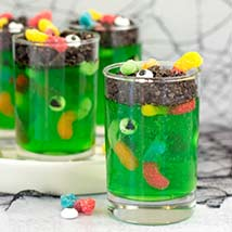 Coffin Worms Jelly Shots: Halloween Cupcake Ideas