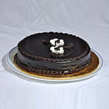 Delicious Chocolate Fudge Cake: Send Gifts To Pakistan